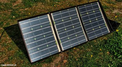 Faltbares Solarmodul, aufgestellt.