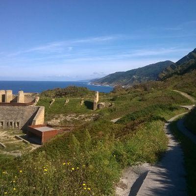 Historische Gebäudereste bei Zarautz: irgendein Mineral haben sie da mal aus dem Meer geholt.