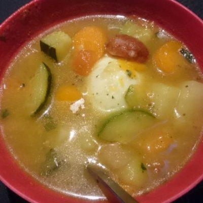 Zurek-Gemüse-Suppe nach Art des Hauses