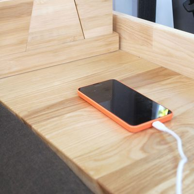 USB-Adapter für 12V Steckdose: Smartphone am Zigarettenanzünder laden.