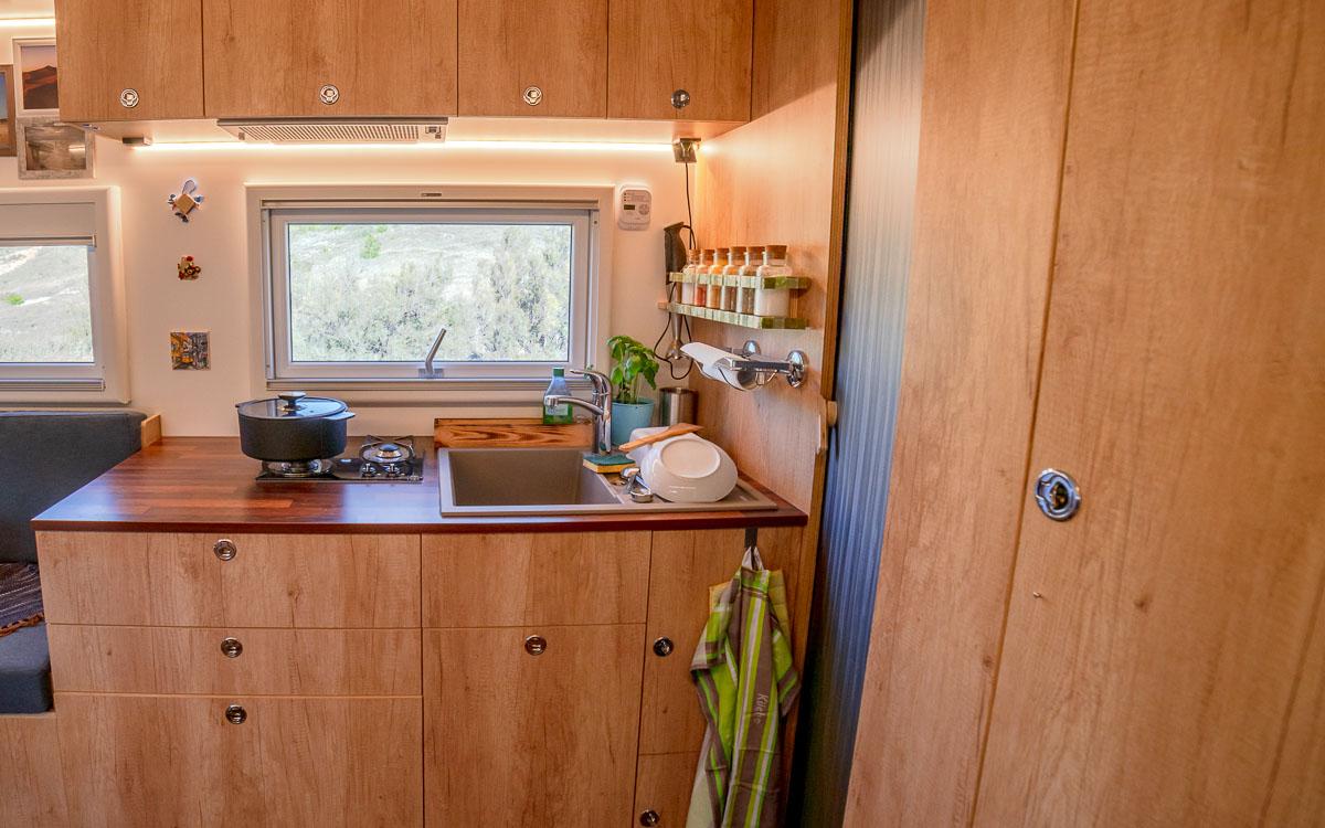 Wohnmobil Kuche Kuchenausstattung Backen Und Kochen Im Wohnmobil