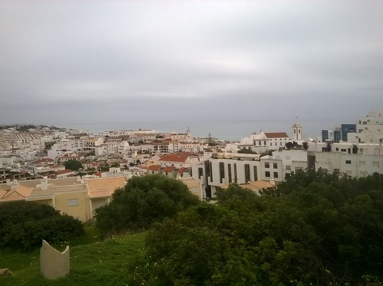 Albufeira, ein touristisch erschlossenes Küstenstädtchen.