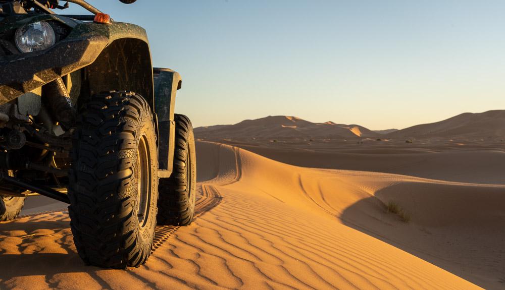 Mit dem Allrad Quad und Wohnmobil in der Wüste