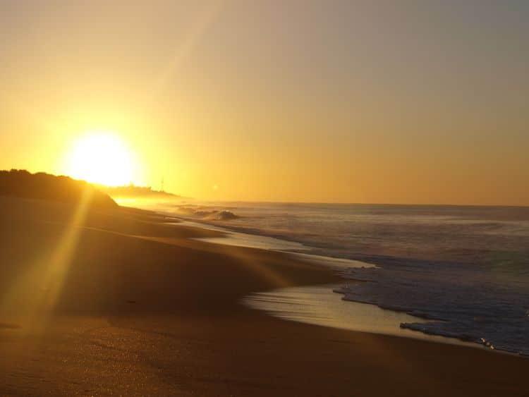 Praia Grande, morgens um halb acht. Früher Vogel ... Bäh.