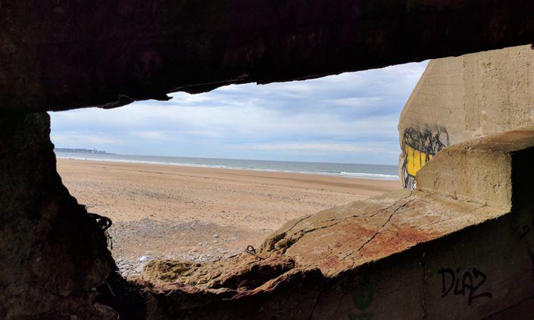 Da liegt ein Bunker auf dem Strand von Biville