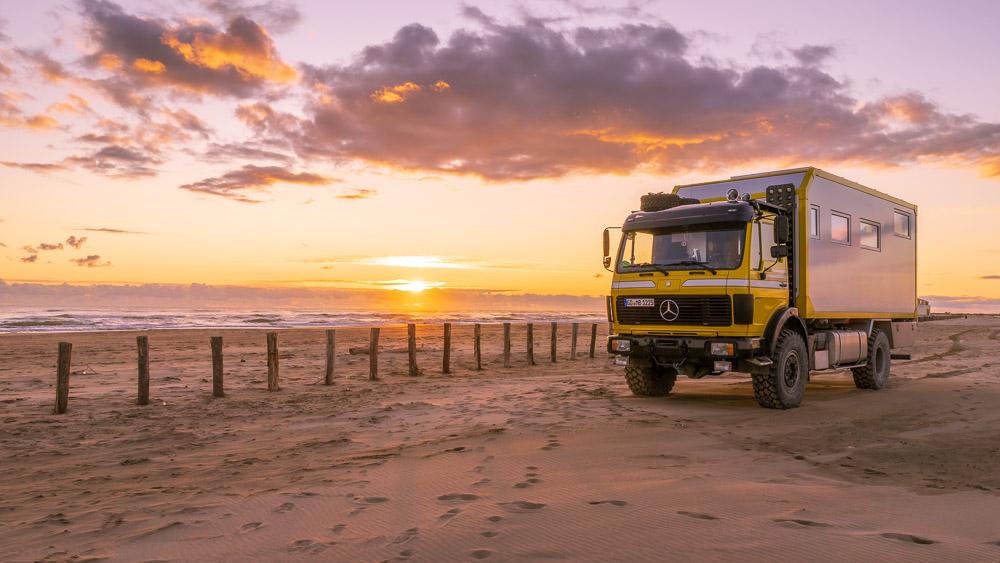 Camargue mit dem Wohnmobil am Strand stehen