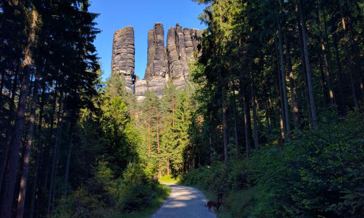 Zahnstocherfelsen, typisch für das Elbsandsteingebirge