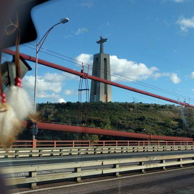 Brücke über den Tejo, mit Blick auf Jesus