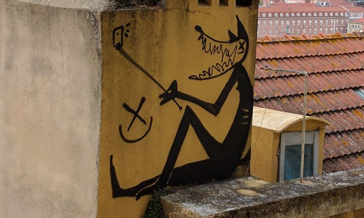 Hauswand-Art in Lissabon