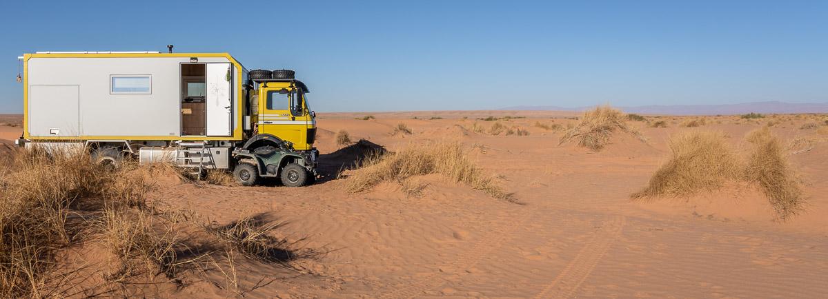 Offroad mit Wohnmobil und Quad: Spaß im Sand