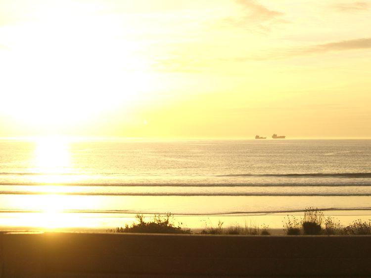 Sonnenuntergang bei Sines. Näher am Meer parken geht nicht.