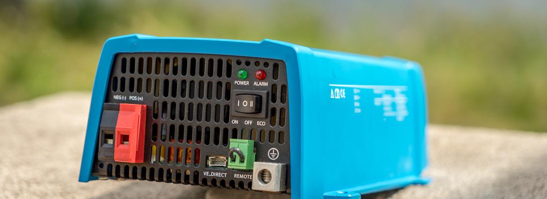 Spannungswandler 12V > 230V: den richtigen Wechselrichter kaufen und einbauen