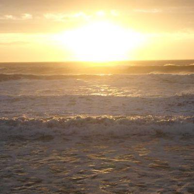 Das Meer ist ruhig geworden: Sonnenuntergang überm Atlantik.