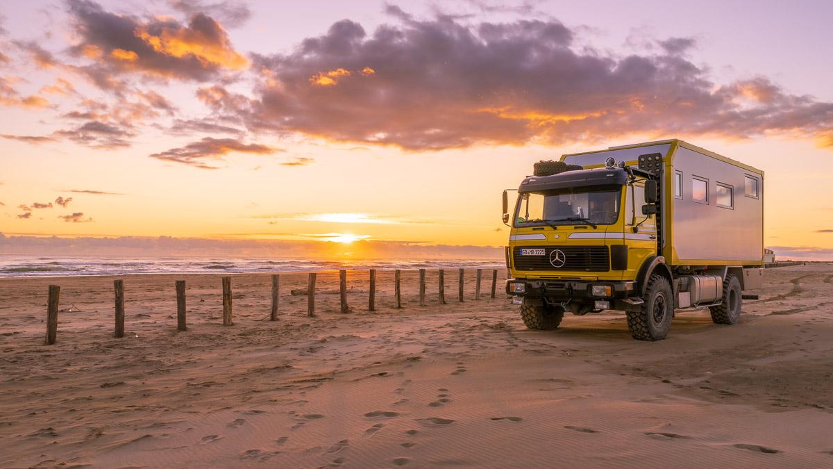 Mit dem Allrad Wohnmobil auf dem Strand campen