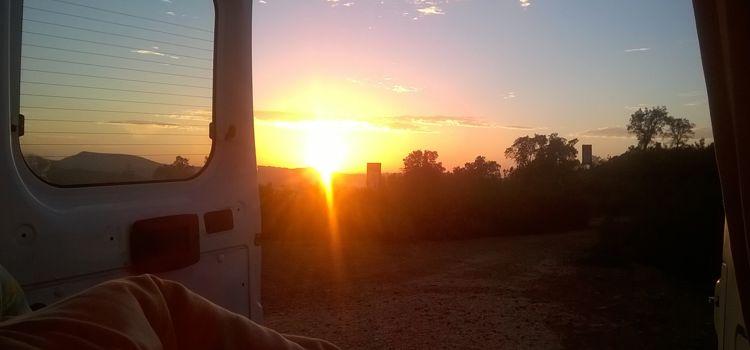 Sonnenaufgang, vom Bett aus fotografiert.